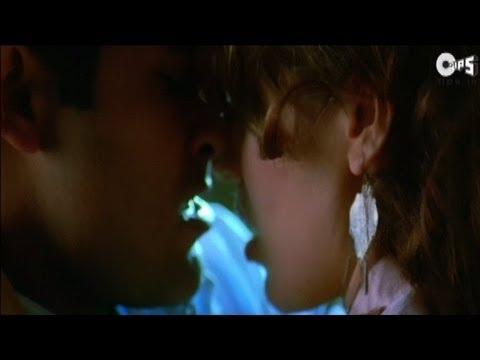 steamy - akshaye khanna kissing urvashi sharma passionately - naqaab