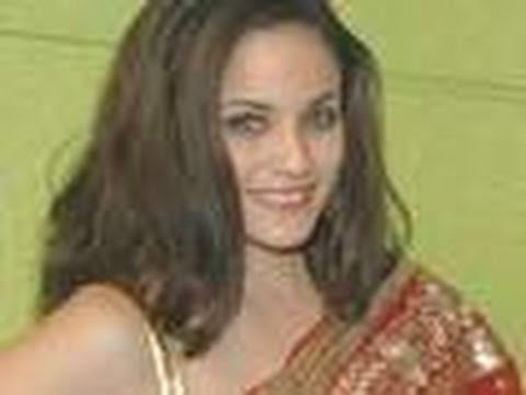 JLO's cousin makes Bollywood debut !