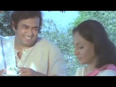 Jaya Bhaduri meets Sanjeev Kumar