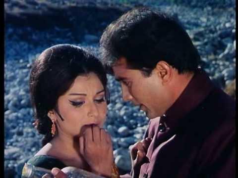 Aradhana - Romantic Scene - Rajesh Khanna & Sharmila Tagore