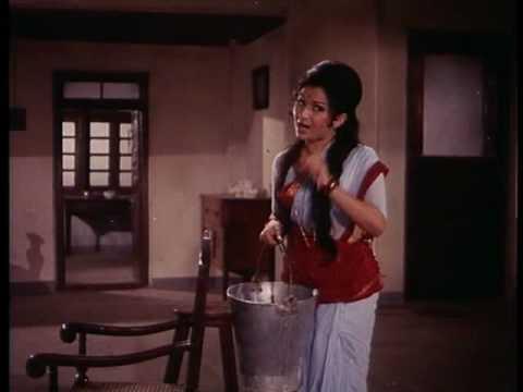 Aradhana - Comedy Scene - Naukar Ko Pehle Patao - Rajesh Khanna & Sujit Kumar