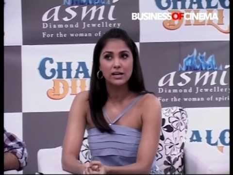 Lara Dutta & Vinay Pathak promote Chalo Dilli via Asmi Diamonds