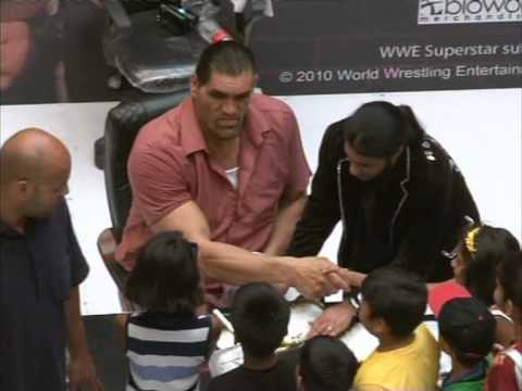 The Great Khali interacts with his fans