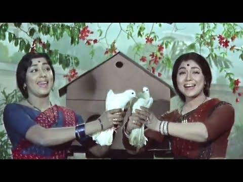 Humre Aangan Bagiya Mein - Lata, Usha Mangeshkar, Asha Bhosle, Teen Bahu Raniyan Song (trio)