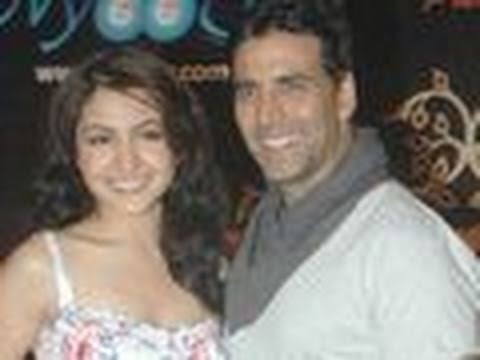 Akki & Anushka promote Patiala House !