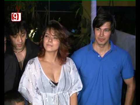 'Be Careful' Warns Sizzling Udita Goswami To Rajneesh Duggal - HQ