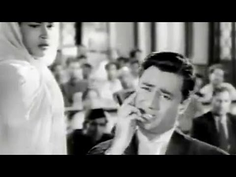 Dev Anand as a lawyer in court
