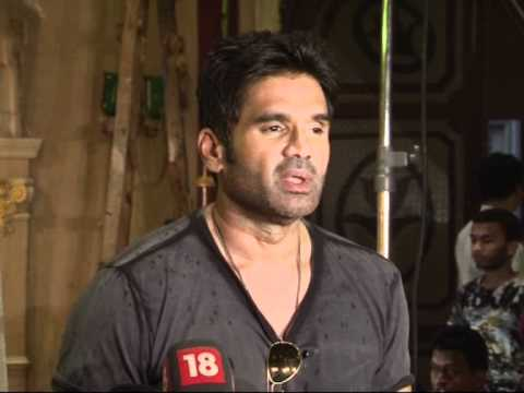 Sunil Shetty on the sets of 'Loot'