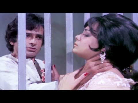 Mumtaz meets Shashi Kapoor in Jail