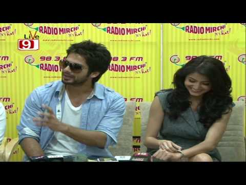 Shahid, Anushka & Chang At Radio City!