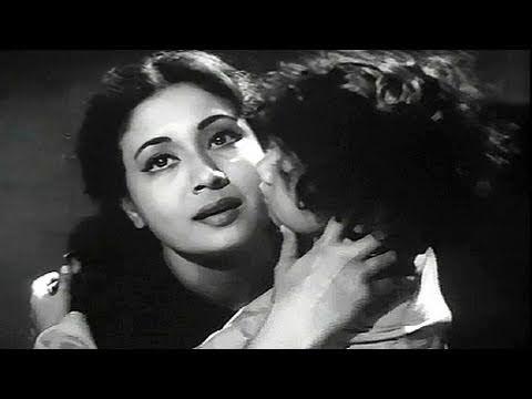 Meena Kumari's hope on the little boy - Sahara Scene 11/15