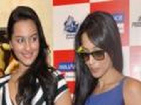 Malaika & Sonakshi at WAR over 'Munni'
