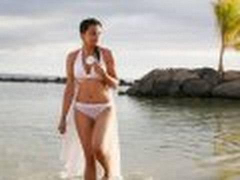 Mugdha Godse's Bikini Snaps & Director Calls For 'Help'..!! - HQ