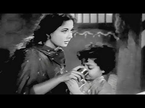 Meena Kumari very fond of the boy - Sahara Scene 10/15