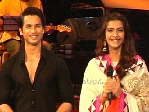 Shahid and Sonam get jiggy with the Lil champs